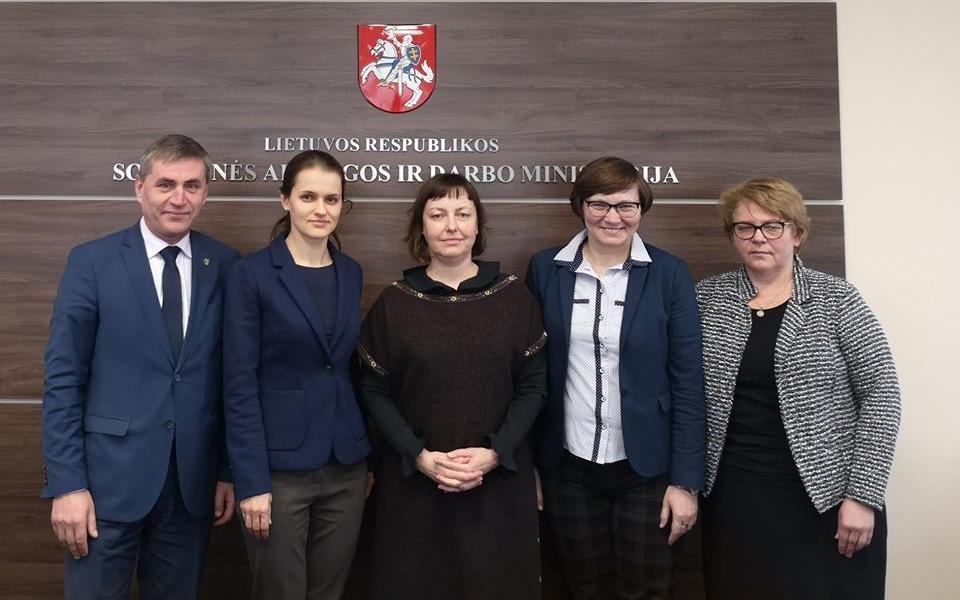 """2019 metų programos """"Remti bendruomeninę veiklą savivaldybėse"""" aprašo aptarimas"""