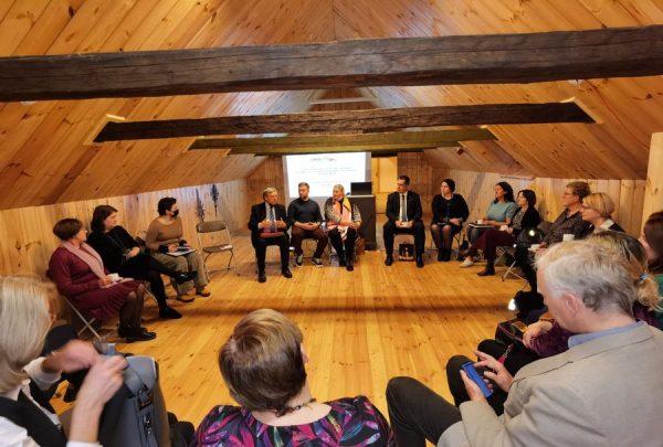 Read more about the article Susitikimas su Šiaulių apskr. sav. bendruomeninių organizacijų tarybomis